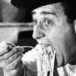 Alberto Sordi mangia spaghetti