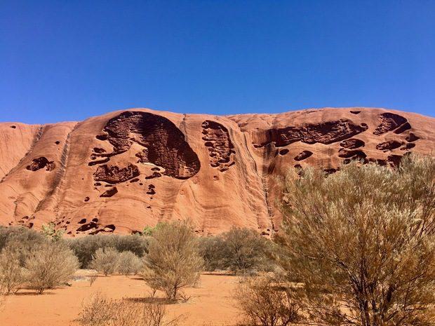 Uluru, il circuito attorno al massiccio, Australia